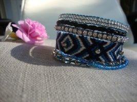 Armband im Hipanema Style in Blautönen