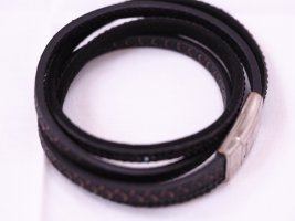 Armband in schwarz mit Magnetverschluss und Steinchen