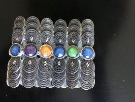 Armband mit bunten Steinen