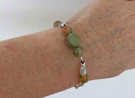Armband mit grünen Jadeperlen