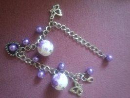 Armband mit lila Flieder Perlen mit Blumen Herz Schmetterling