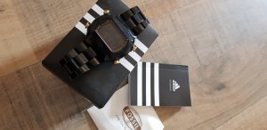 Adidas Originals Reloj digital negro-color oro