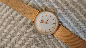 Montre avec bracelet métallique or rose-doré
