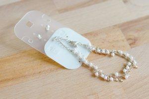 Armkettchen/Ohrringe-Set mit kleinen weißen Perlen