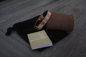 Armreif  im Rosé-Goldton mit Pavé-Fassung und Klappverschluss