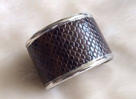 Armlet brown red