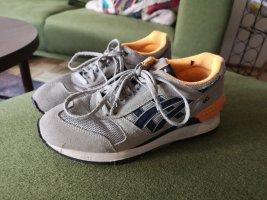 Asics Basket à lacet gris clair-orange clair