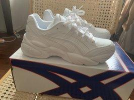 Asics Basket à lacet blanc