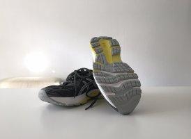 Asics Basket à lacet gris foncé
