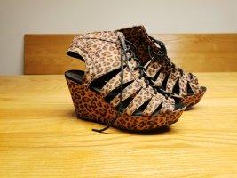 Auffällige Leo Keilabsatz Schuhe
