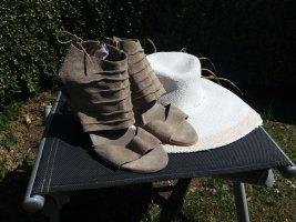 Ausgefallene Sandalen von Bata in Gr. 40 - wie Neu!