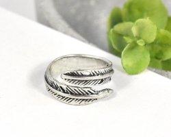 keine Zdobiony pierścionek czarny-srebrny Metal