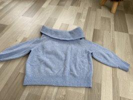 Babyblauer Pullover