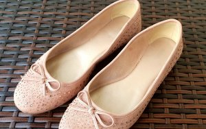 Ballerina Rose mit funkelnden Steinen und Zierschleife Gr 40