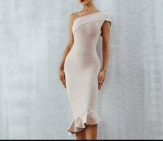Sukienka na jedno ramię nude