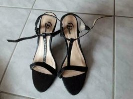 Bata Sandalen mit Absatz