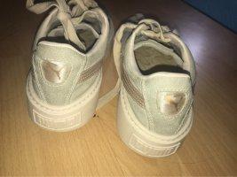 Beige Puma Schuhe