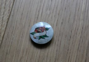 Beiger Button mit Rose NEU