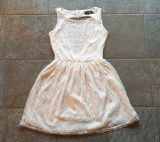 Beiges. rückenfreies Sommerkleid mit Spitze in Größe 38
