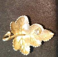 Pendant gold-colored metal
