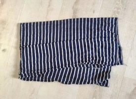 Blau gestreifter Schal
