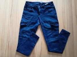 blaue Hose mit extra Taschen