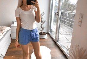 Blaue kurze Hose