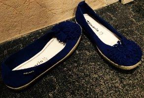 Blaue Lederballerinas