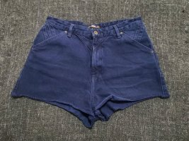 Blaue Shorts mit Used-Elementen