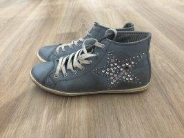 Blaue sneaker mit Stern