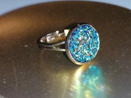 Zdobiony pierścionek złoto-niebieski