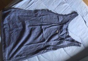 Blaues shirt mit Schleife