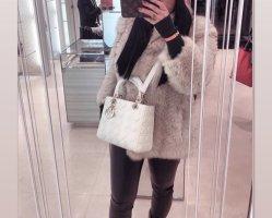 Futrzany płaszcz biały