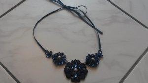 BLOGGER !! blaue Statementkette Kette Halskette geblümt Blumen floral fit flaire