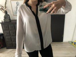 Bluse mit Steinchen am Kragen