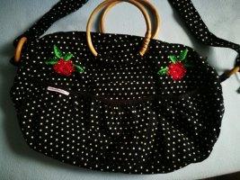 Blutsschwester, schwarze Tasche mit weißen Punkten, rote Rosen,
