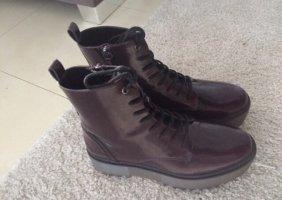 Botas de tobillo rojo zarzamora-negro