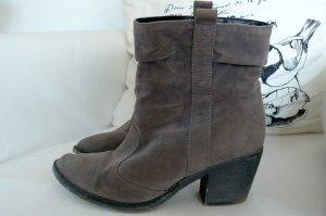 Boots im Cowboy-Look