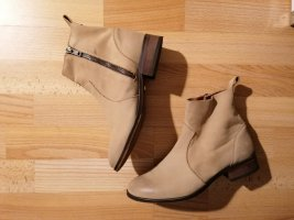 Boots in Beige