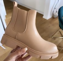 Chelsea Boot rose chair
