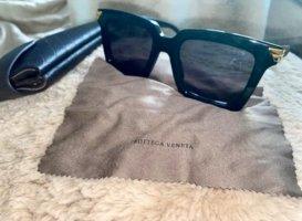 Botega Elena Lunettes de soleil angulaires noir