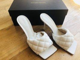 Bottega Veneta Padded Sandale, NEU, nicht getragen, Lammleder, weiß, Absatz 9cm