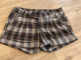 Braun karierte Shorts