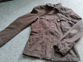 braune Jacke mit Kragen und Knöpfen in Größe 40