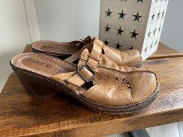 Braune Latschen / Pantoffeln von Lasocki, Gr. 39