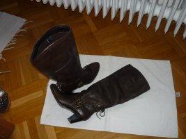 Braune Schaftstiefel aus Leder