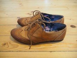 Braune Schnürschuhe