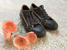 Braune Sneaker von Closed mit Lack