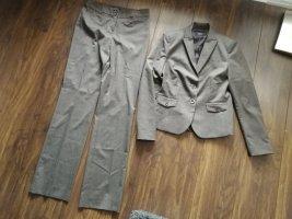 Brauner Esprit Anzug