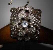 brauner Ledergürtel mit Blumenschnalle